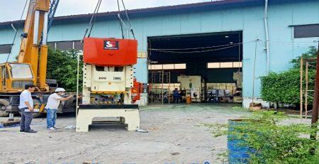 Cho thuê xe cẩu hàng tại Quận 2 -  Cty vận tải Lâm Sang
