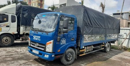 Xe tải chở hàng KCN Thịnh Phát
